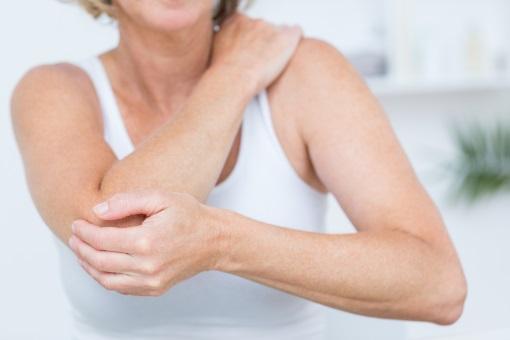 L'ostéopathie traite les douleurs de coude.